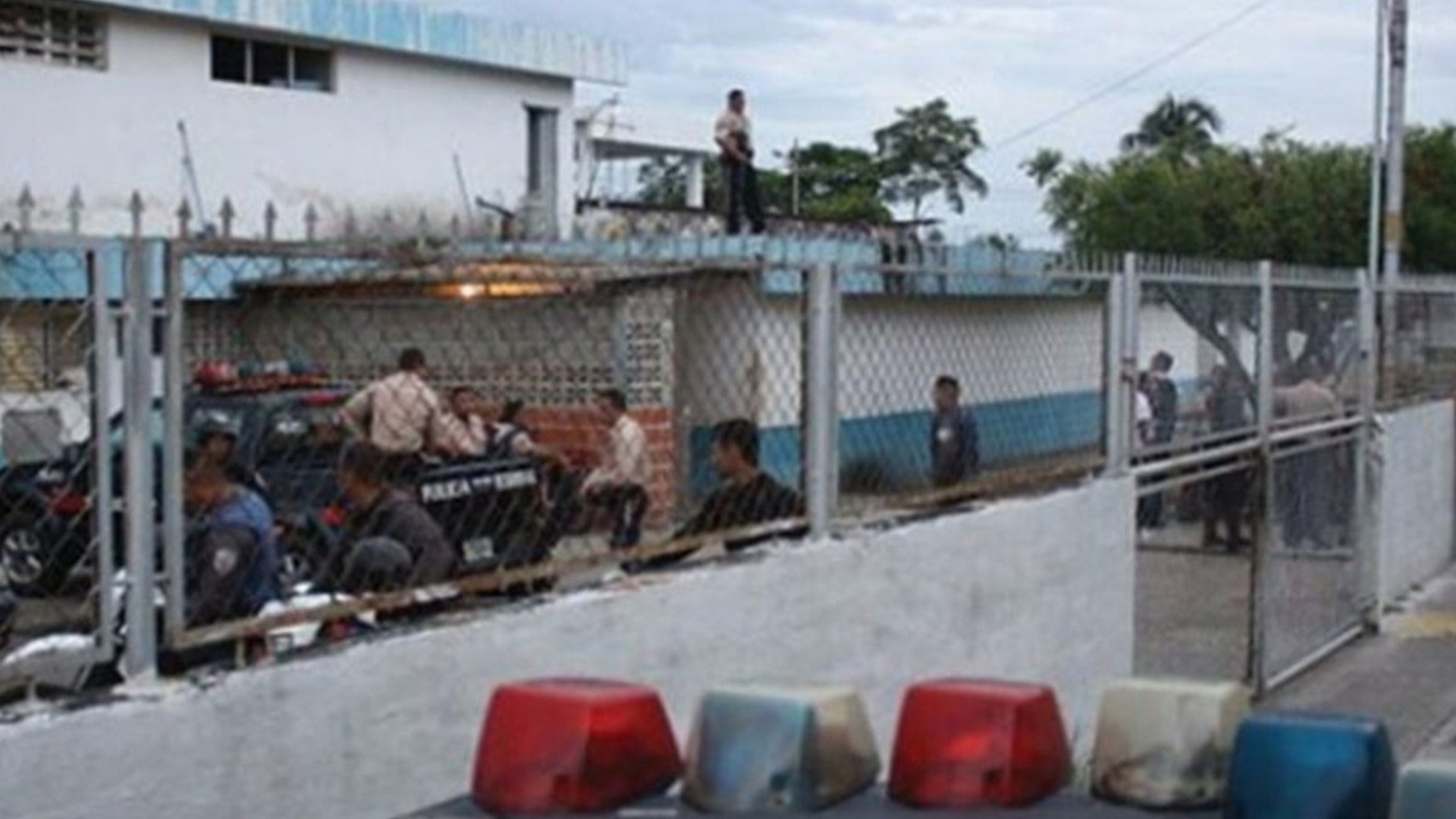 Reportan fuga masiva del retén de San Carlos en Zulia