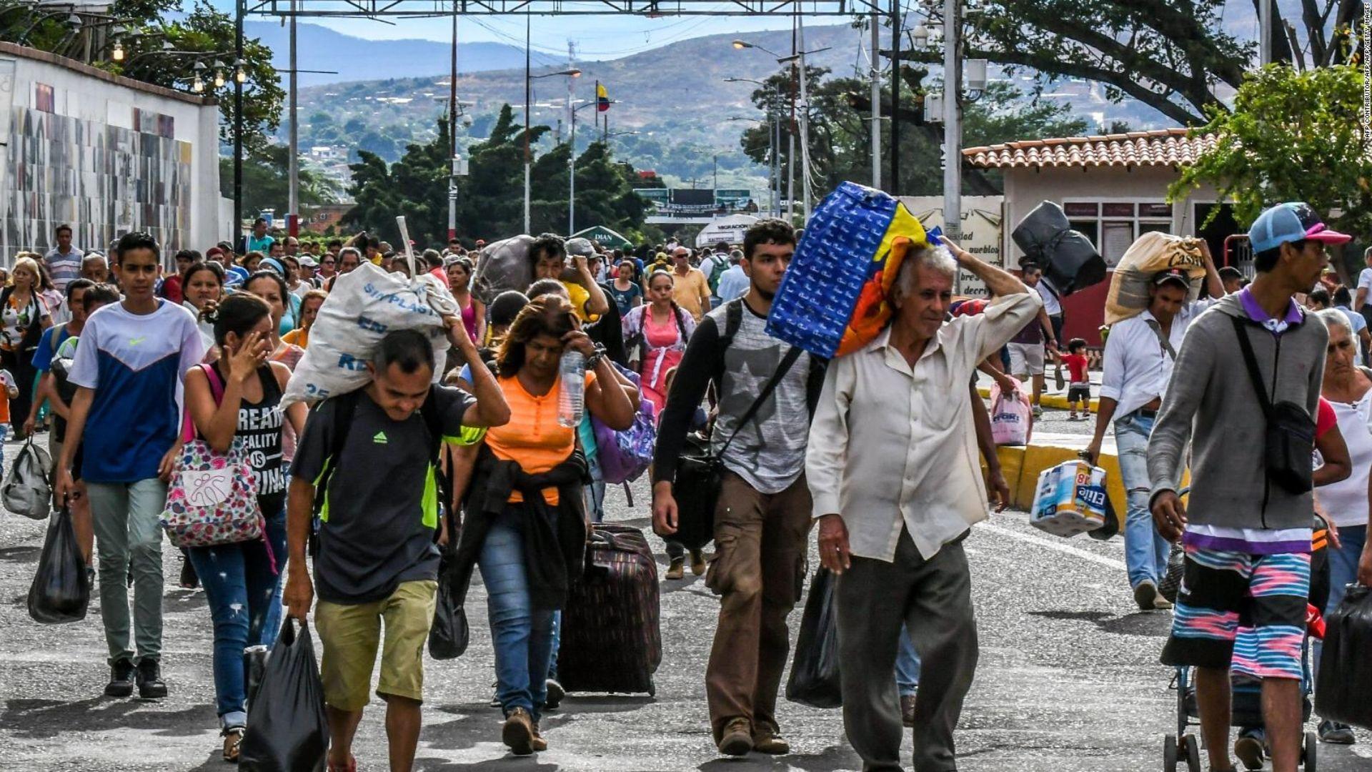 160 venezolanos están hacinados en un potrero de Bogotá