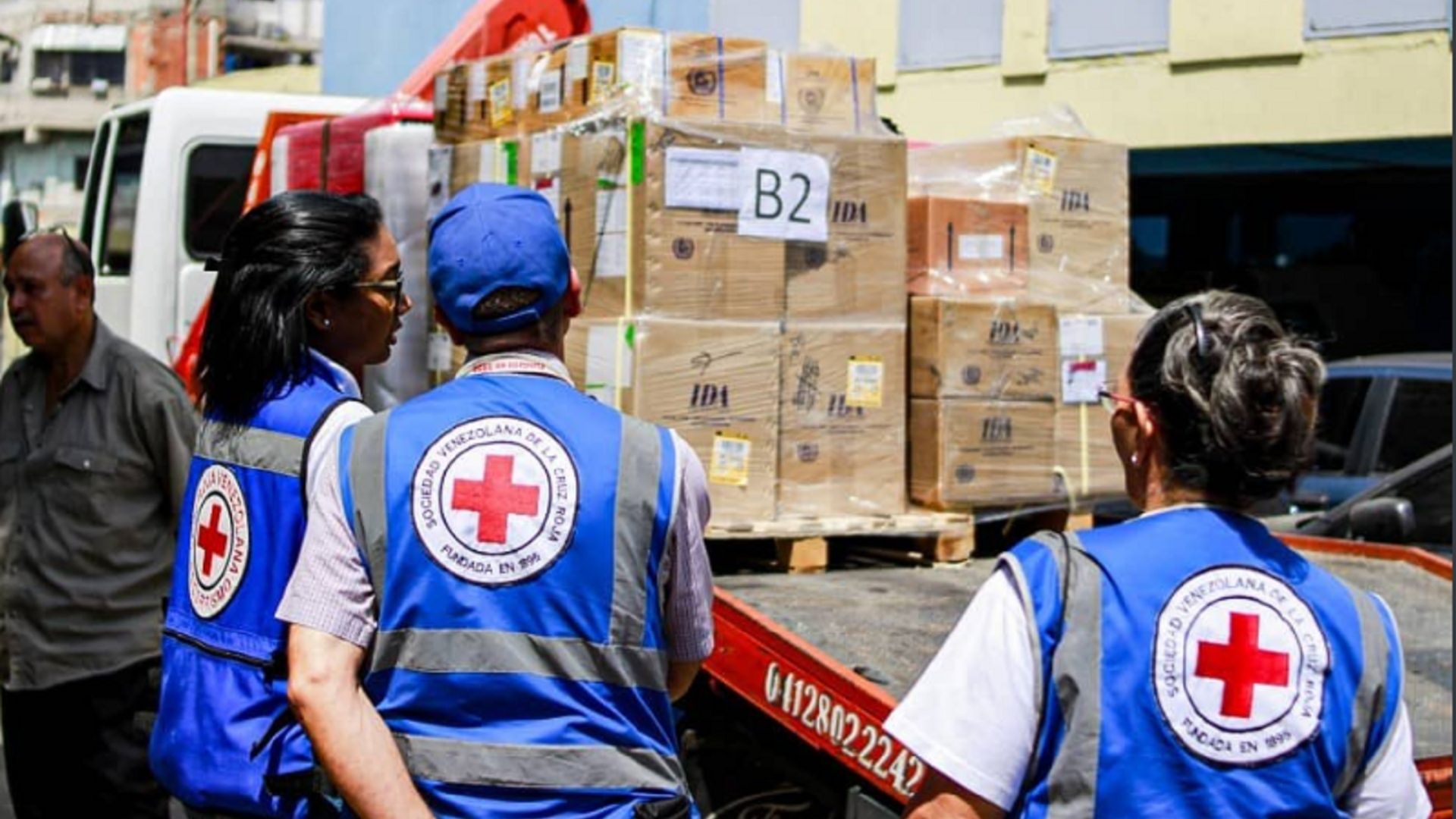 Cruz Roja distribuye ayuda humanitaria en estados fronterizos