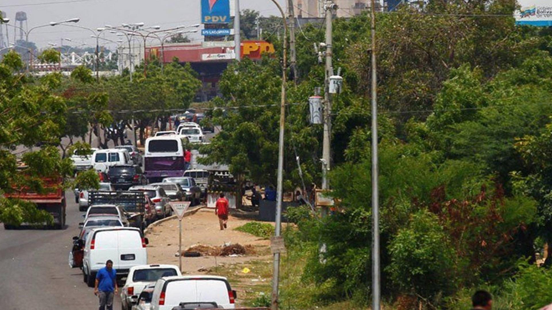 Escasa producción e importación de gasolina dejan a Venezuela sin combustible