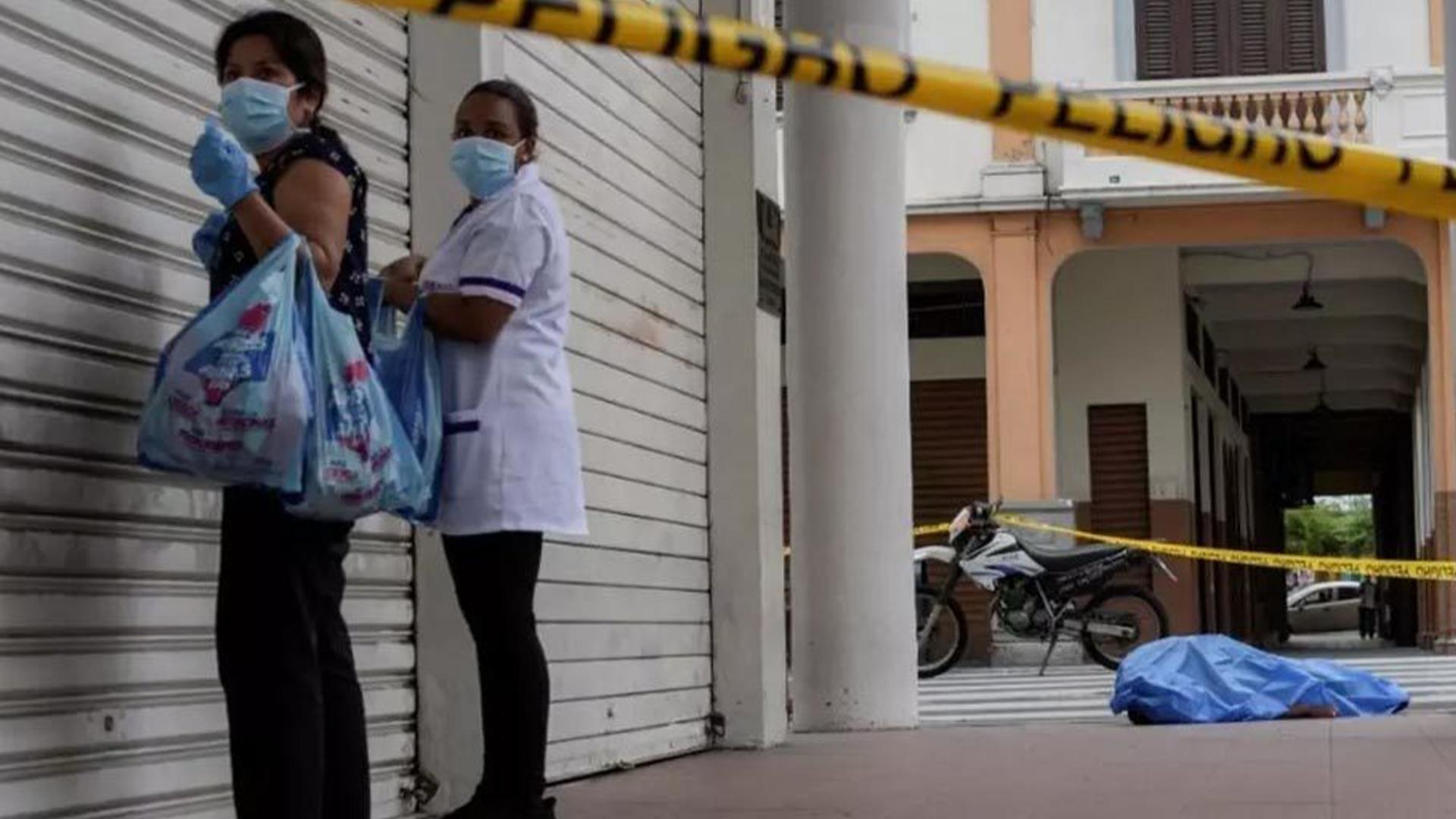 Calles de Guayaquil se llenan de cadáveres por el COVID-19