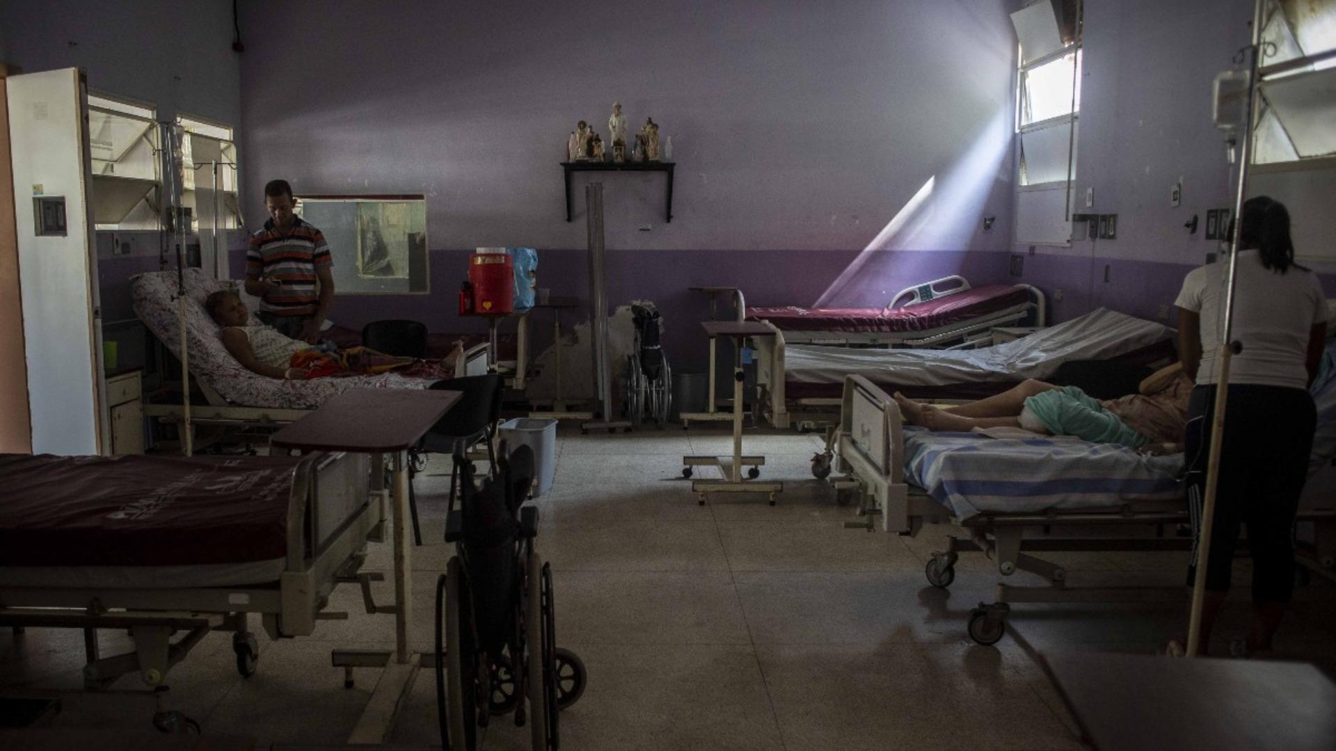 Señalan a la corrupción e ineficiencia como causas de la crisis del sistema de salud
