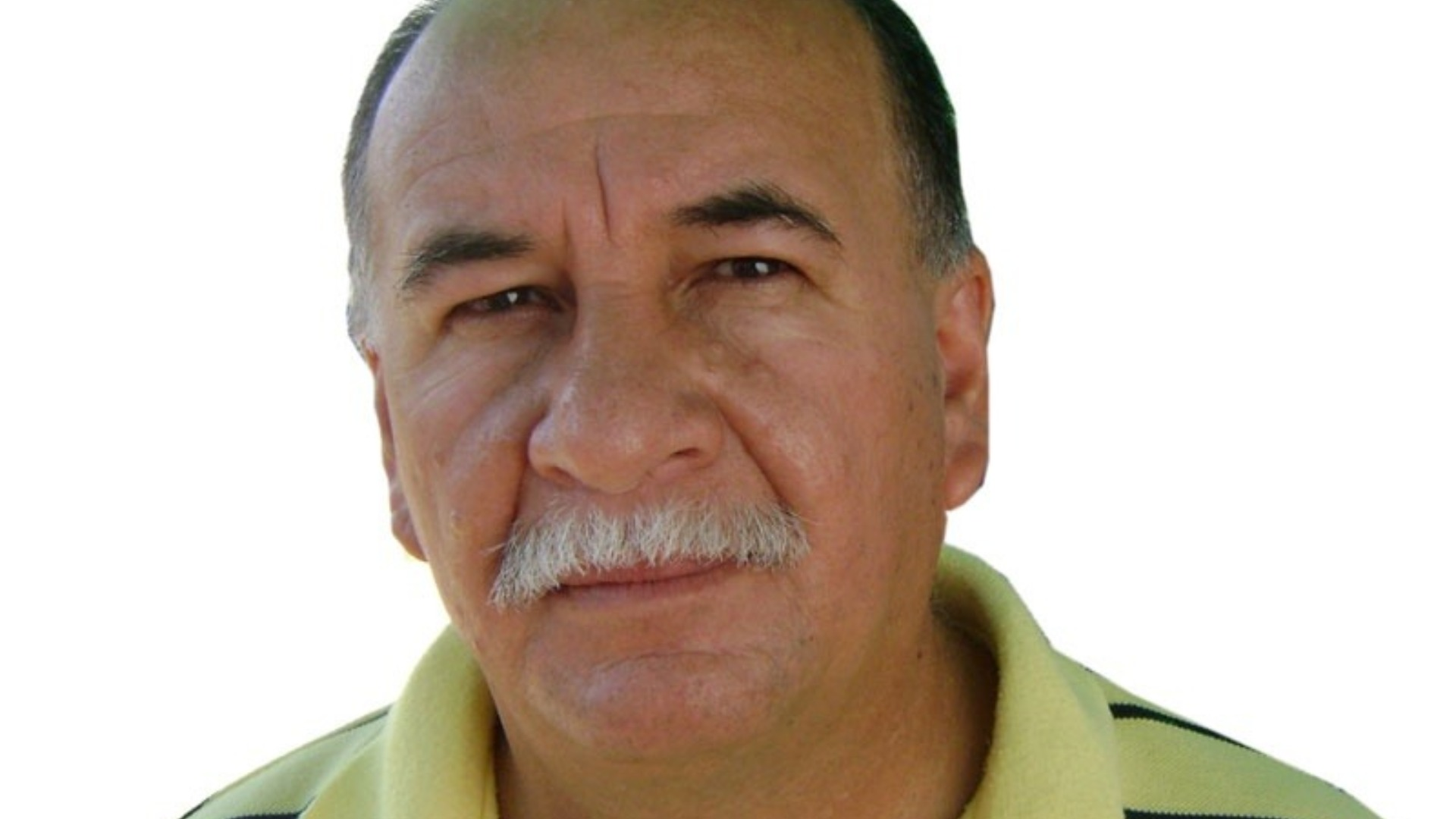 Rubén González es llevado a una clínica por crisis hipertensiva
