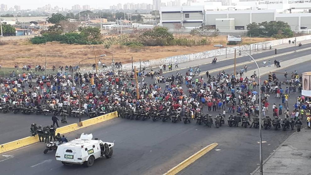 Comerciantes del Mercado Las Pulgas de Maracaibo protestan por su cierre indefinido