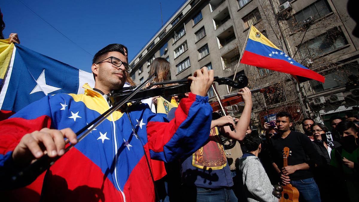 Venezolanos en Chile piden a Maduro otro vuelo humanitario