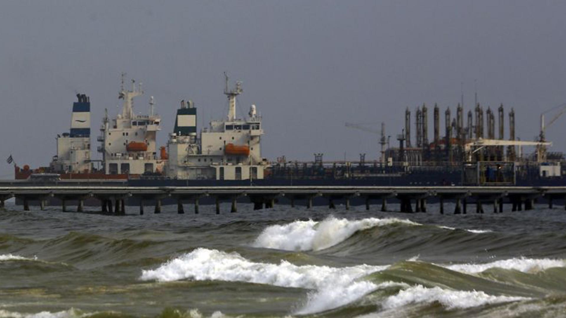 Gobierno de Irán está dispuesto a enviar más cargamentos de gasolina a Venezuela