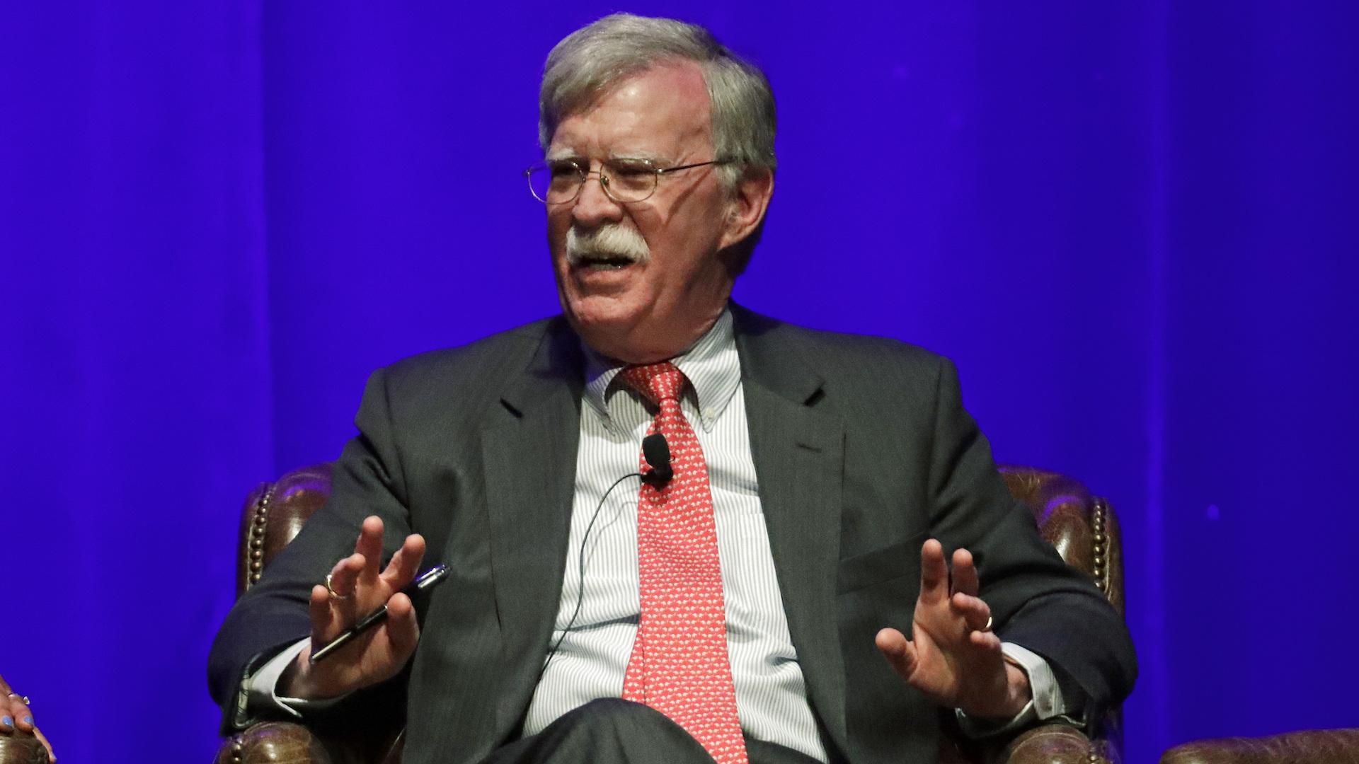 Juez: Bolton puede publicar libro sobre la Casa Blanca