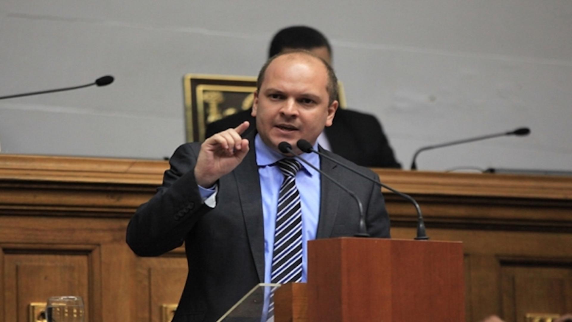 Ángel Medina exige la liberación del trabajador del Parlatino Nelson Vivas