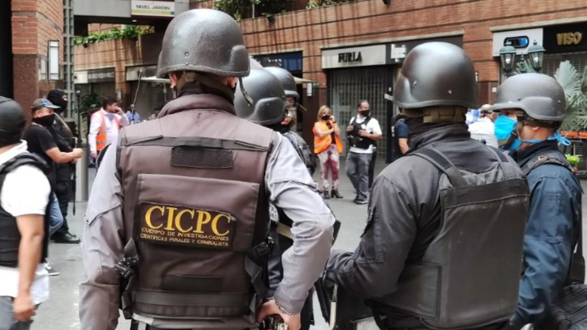 Dos detenidos durante robo en una entidad bancaria del centro comercial San Ignacio