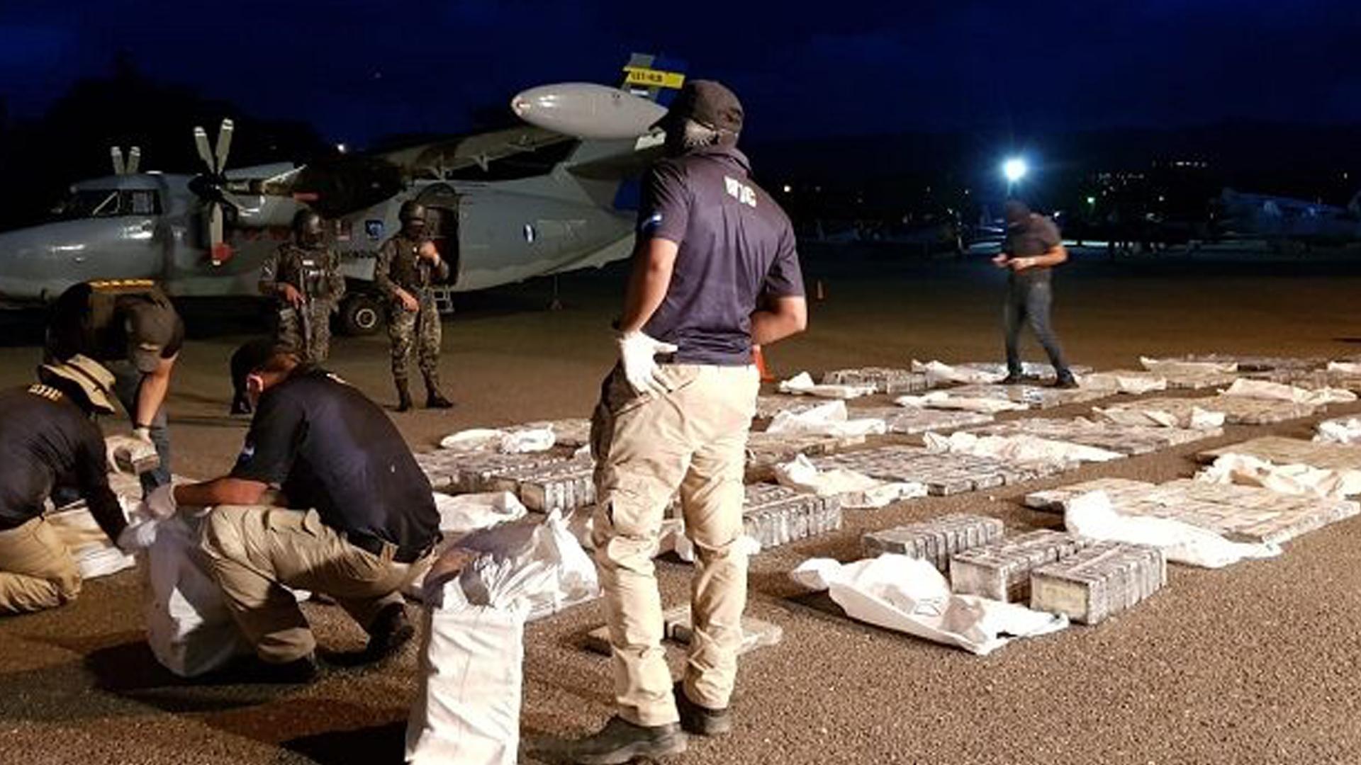 Honduras intercepta avioneta con 806 kg de cocaína proveniente de Venezuela
