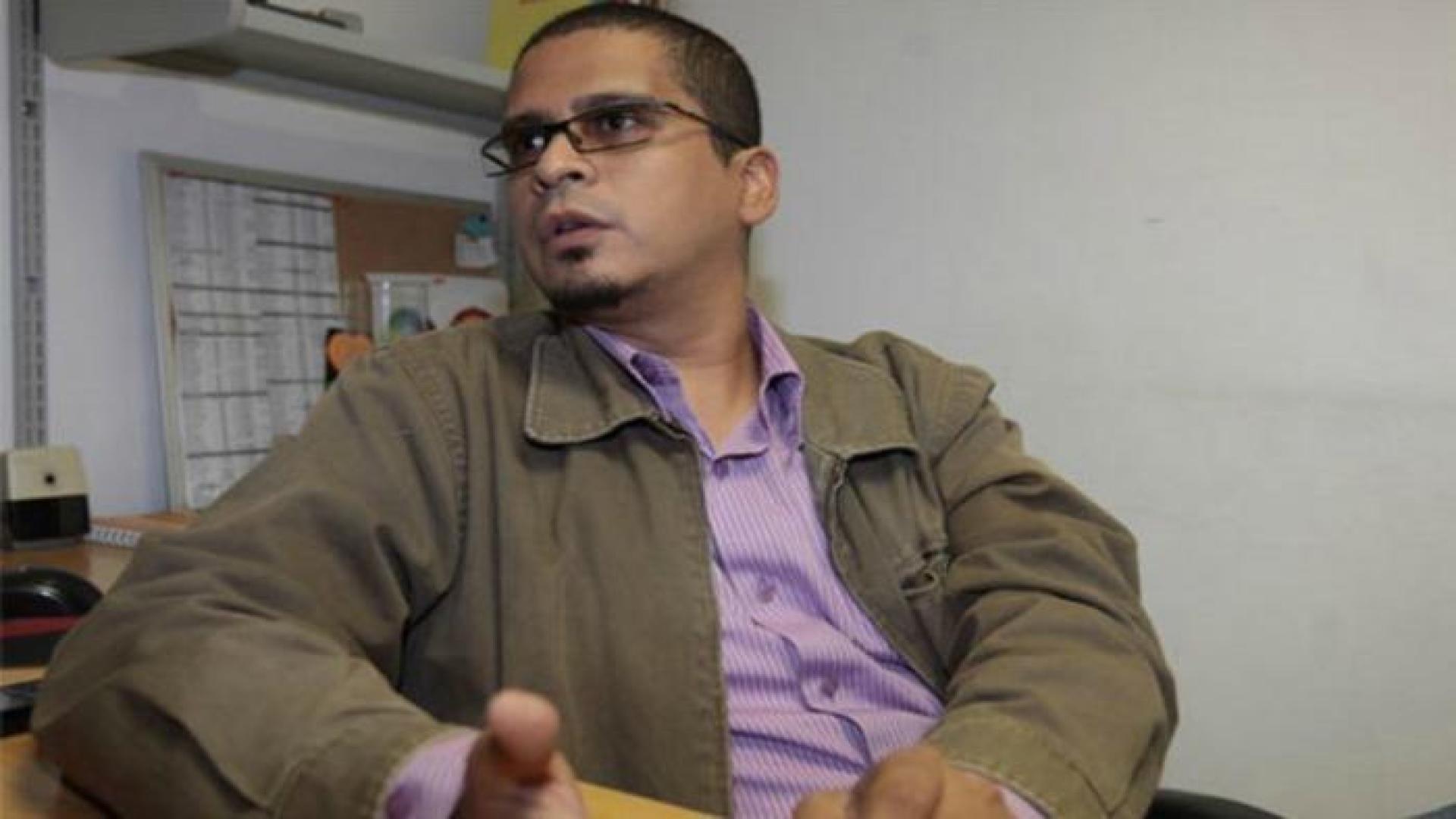[VIDEO] Detienen a Nicmer Evans por supuesta instigación al odio