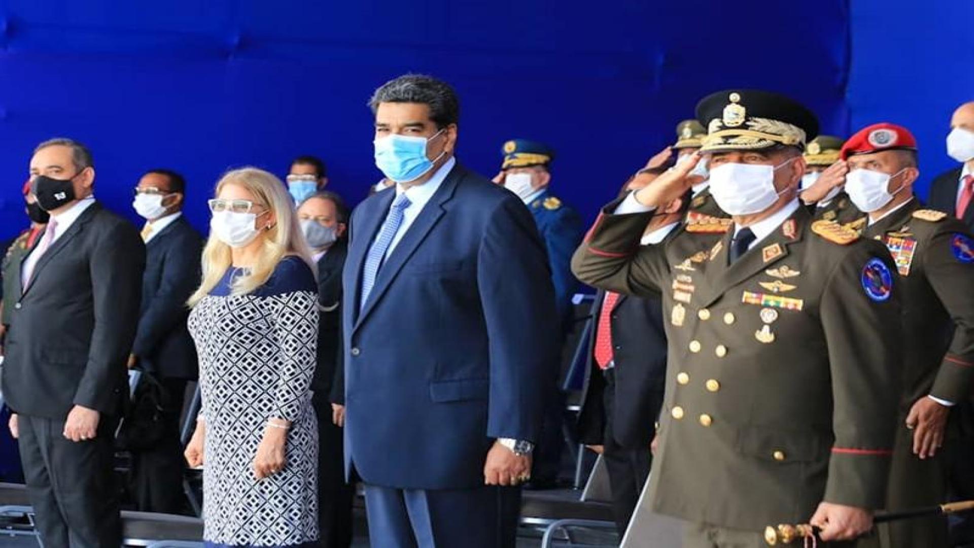 Maduro ratificó a Padrino López como su ministro de Defensa