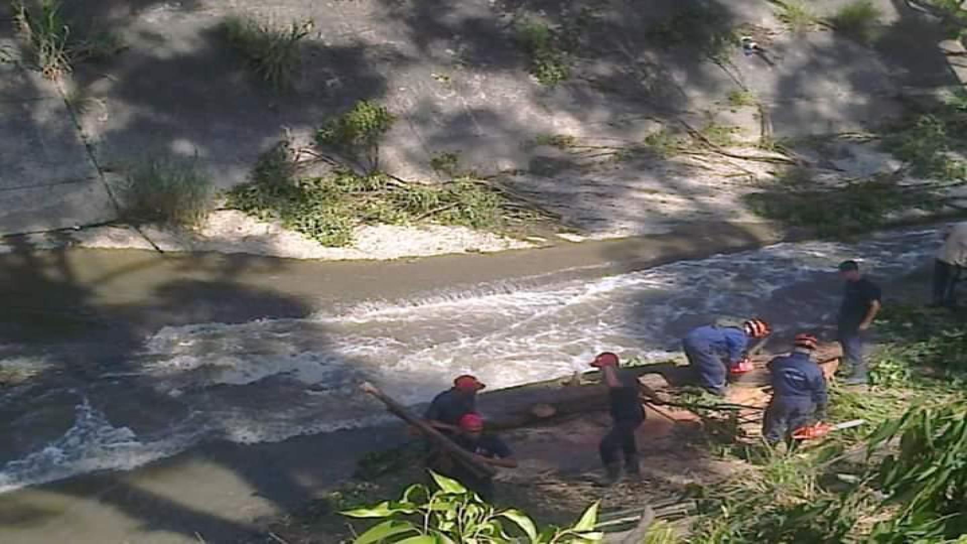 Denuncian que a los bomberos forestales de Inparques los emplean para actividades en el río Guaire