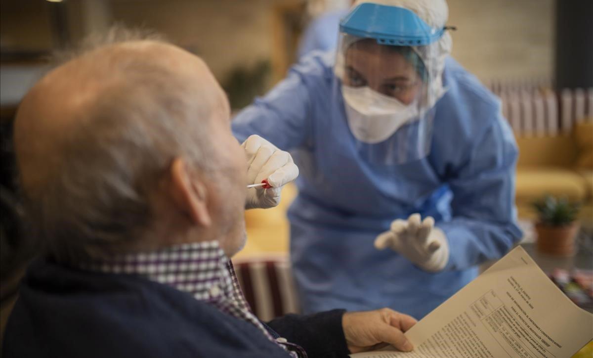 Mortalidad por COVID-19 en Venezuela es mayor en hombres entre 60 y 69 años