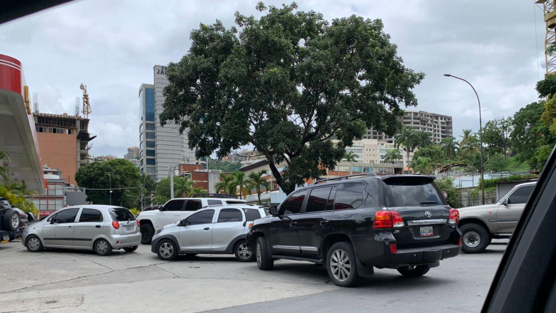 Caracas y Miranda vuelven a tener colas para surtir gasolina
