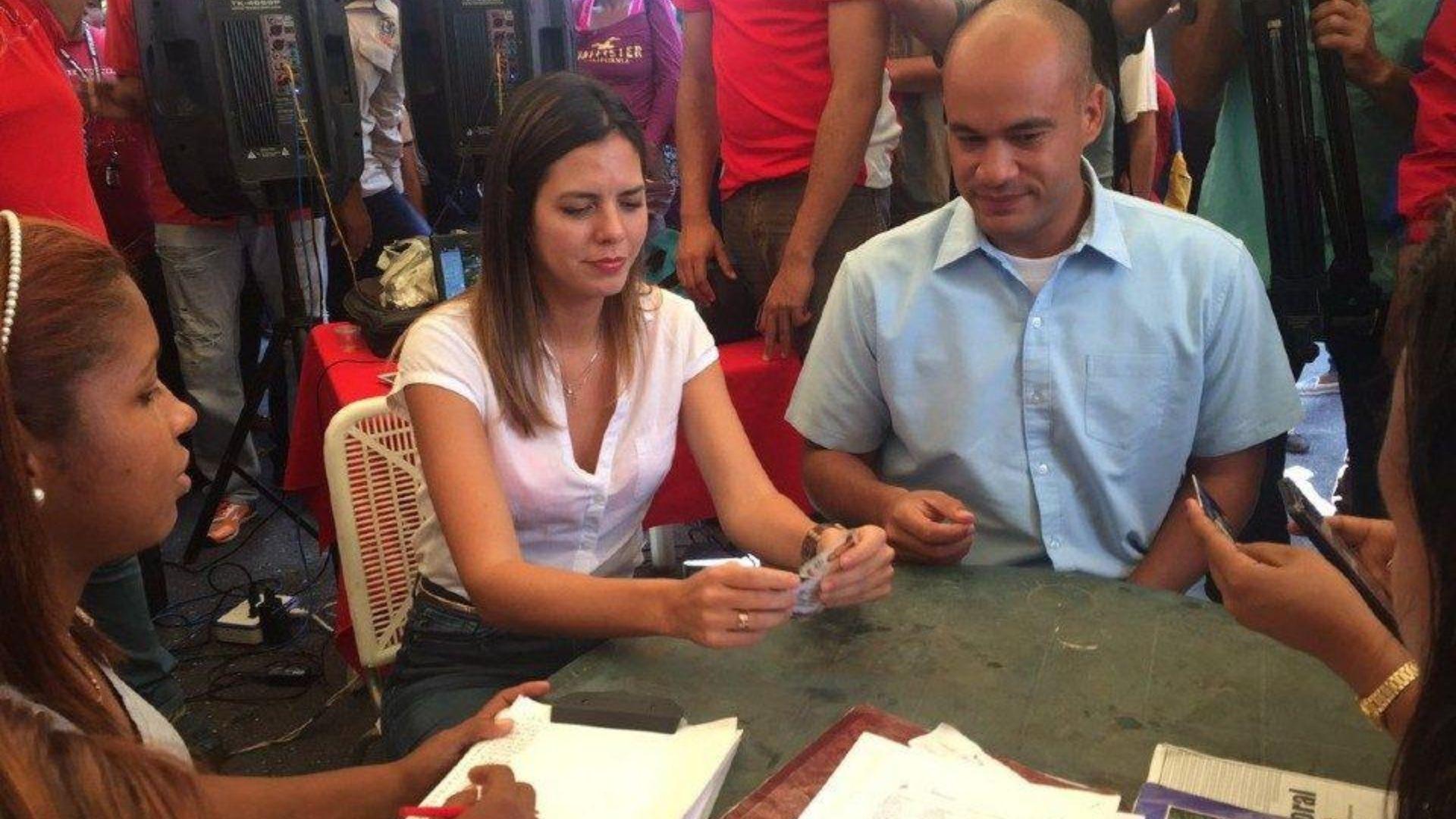 Esposa e hijos de Héctor Rodríguez también tienen COVID-19