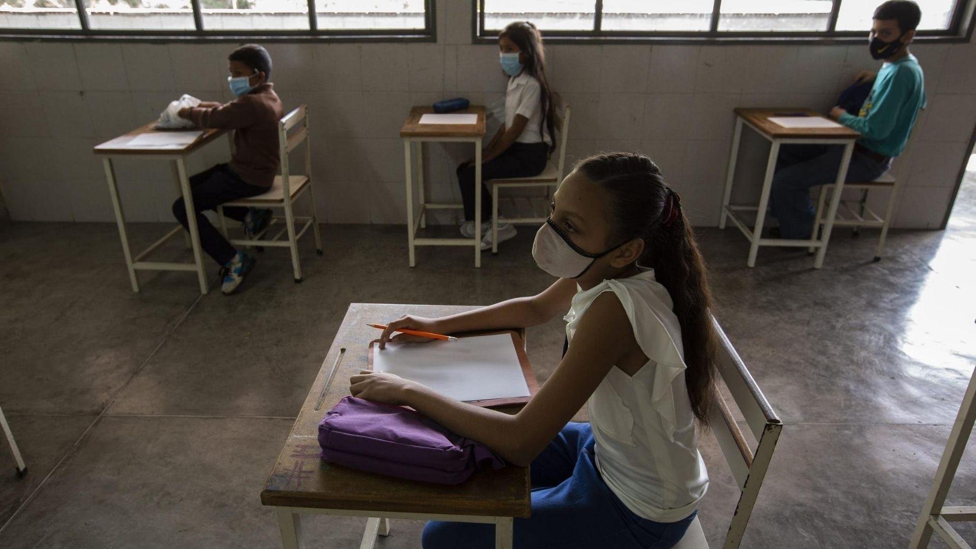 UNESCO: Se han perdido dos tercios del año académico por coronavirus