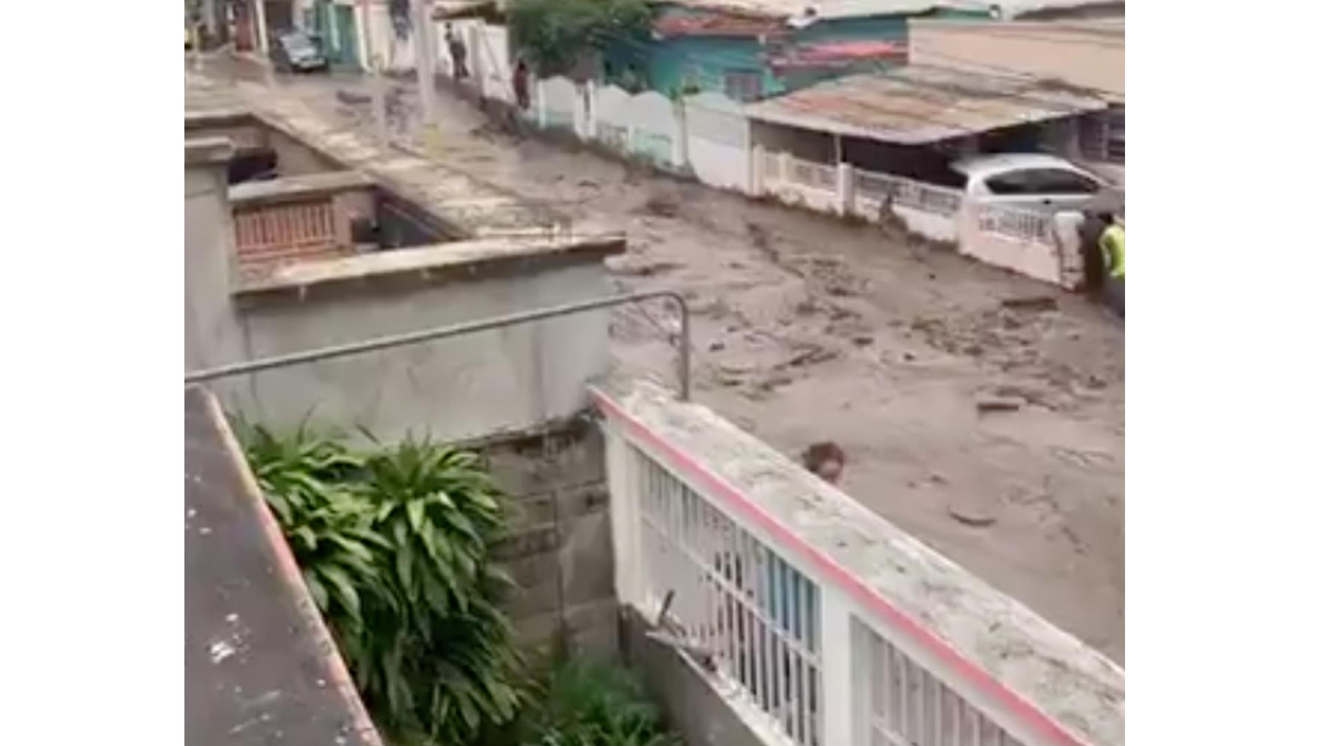 VIDEOS | Río El Limón se desbordó luego de fuertes lluvias