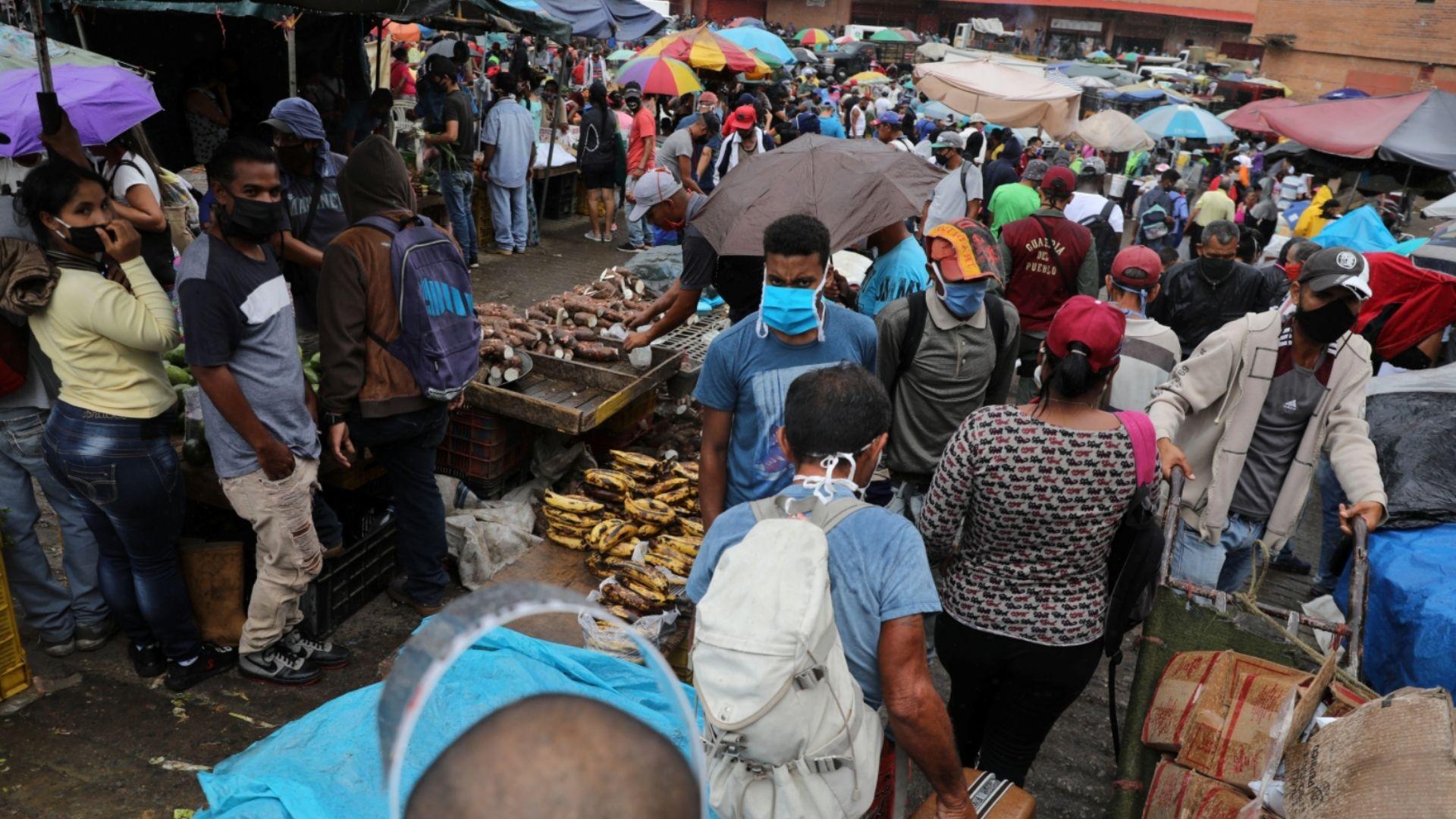 Codhez: Salario mínimo no alcanza para comprar un paquete de harina