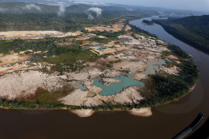 Venezuela: el líder indígena que enfrentó a la minería y acabó exiliado