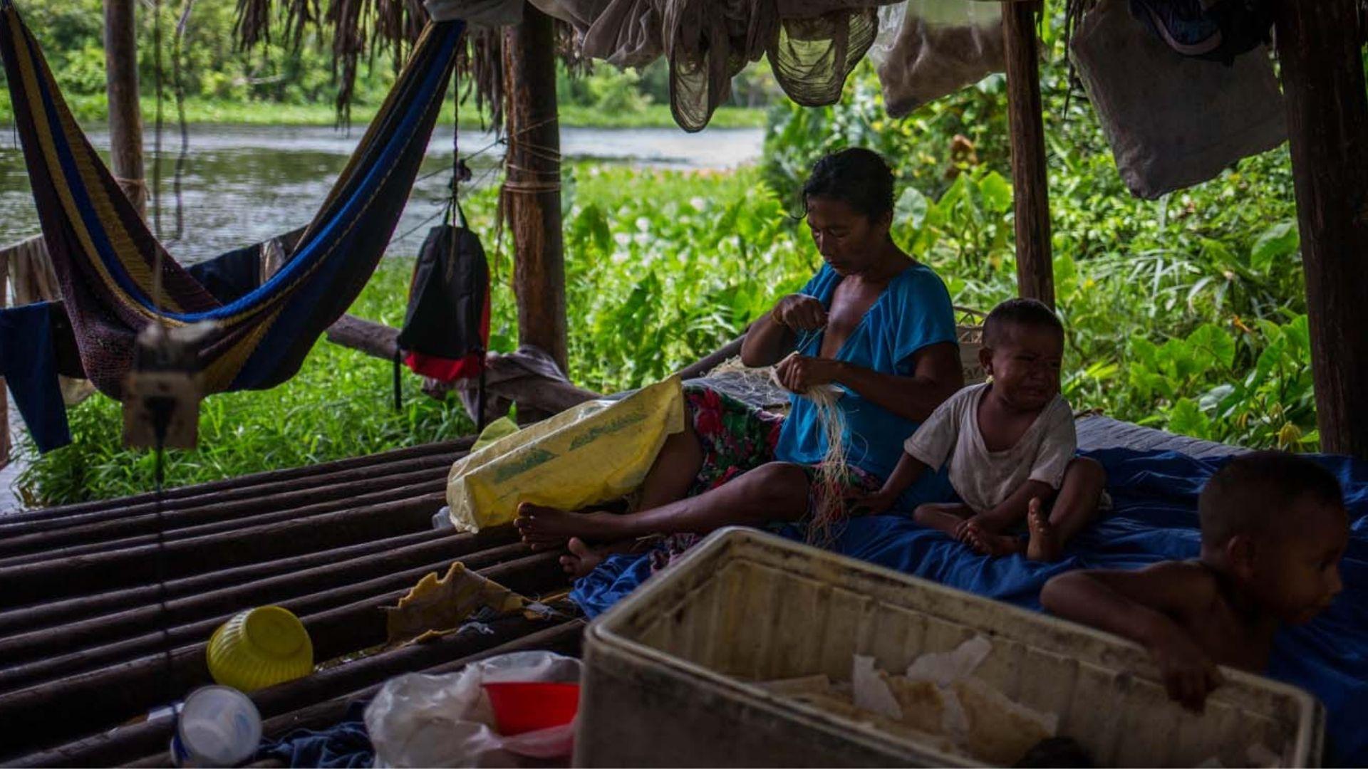 Indígenas venezolanos huyen del hambre rumbo a Colombia