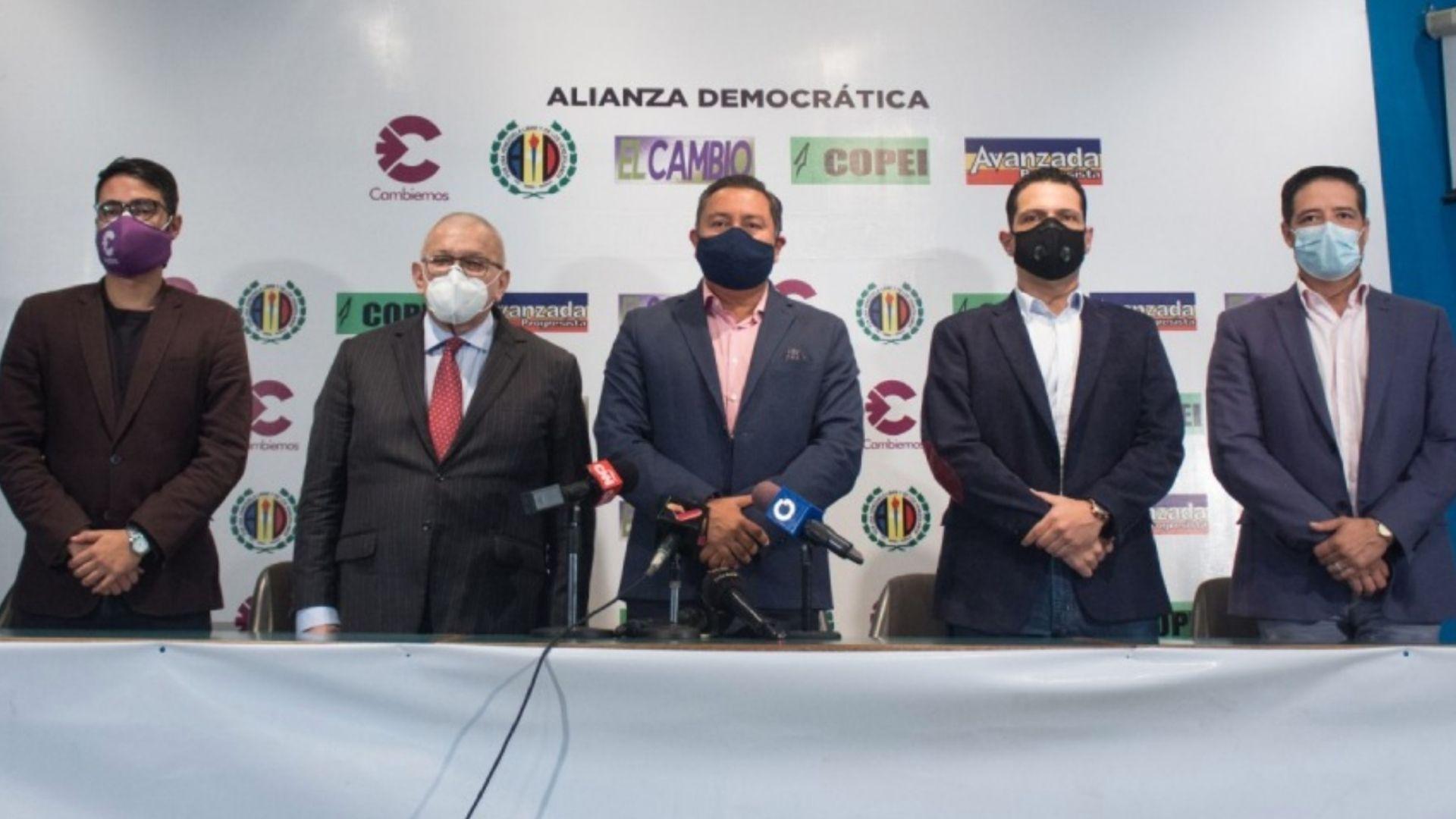 """La """"Alianza Democrática"""" presenta su lista de candidatos por el estado Zulia"""