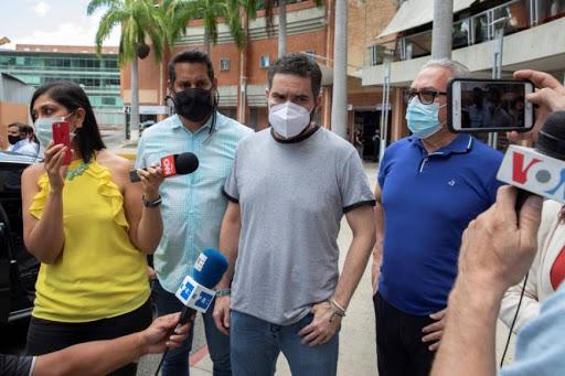 Liberan a Demóstenes Quijada, asesor de Juan Guaidó