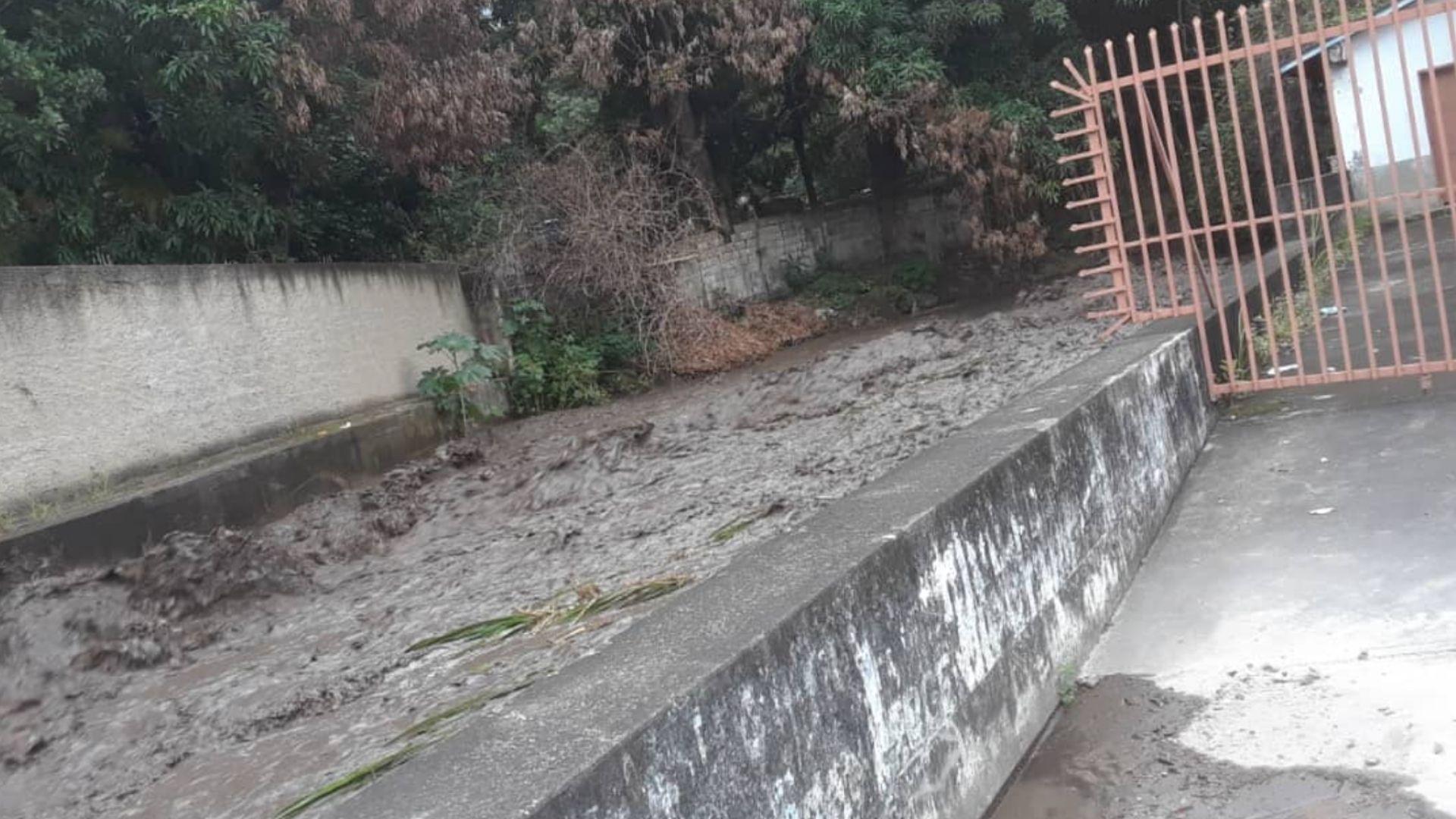 Varias localidades de Aragua incomunicadas por el desborde del río El Limón