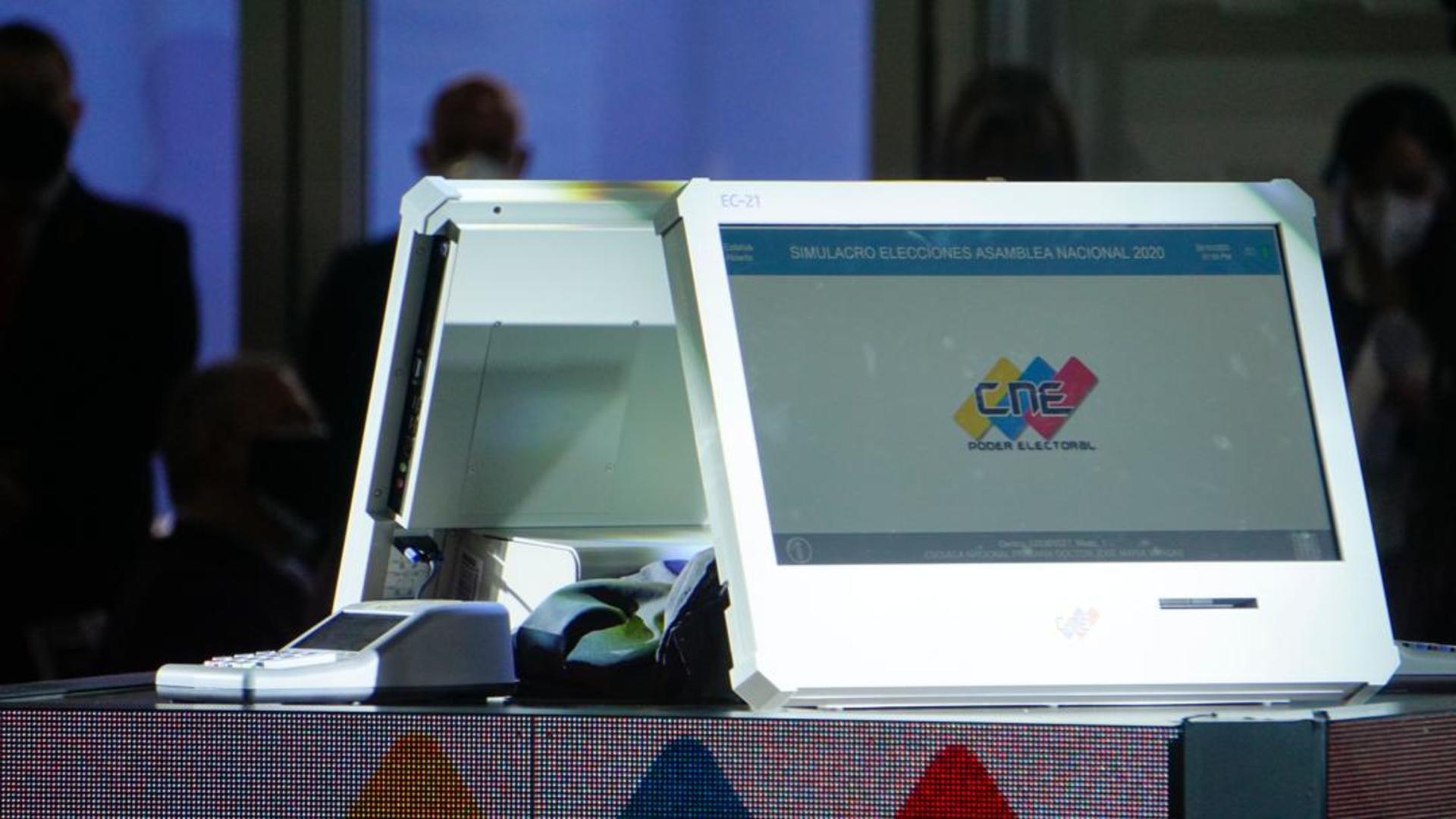 CNE presentó nuevas máquinas de votación sin garantizar que ya estén todas en el país