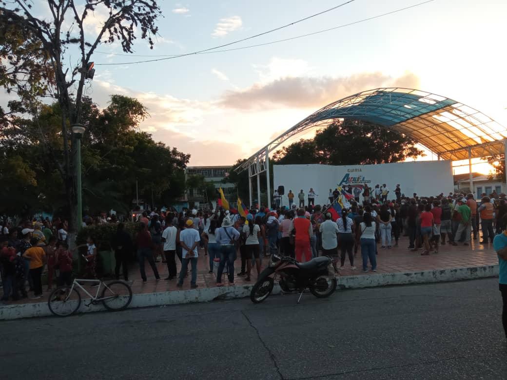 #NáufragosDeGüiria | Ocho lanchas recibieron gasolina y se sumaron a labores de rescate