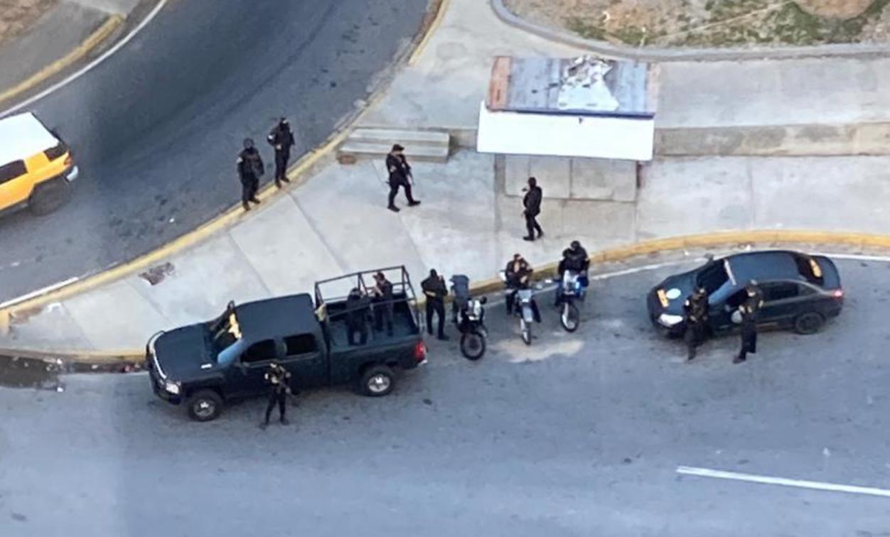 #5E Funcionarios de la DGCIM se apostaron frente a la residencia de Juan Guaidó