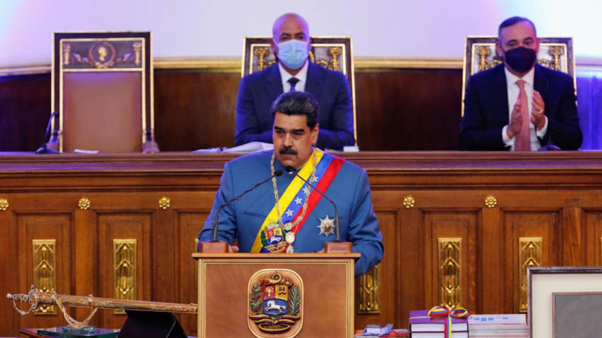 """Nicolás Maduro espera """"fortalecer"""" el bolívar a través del uso de divisas"""
