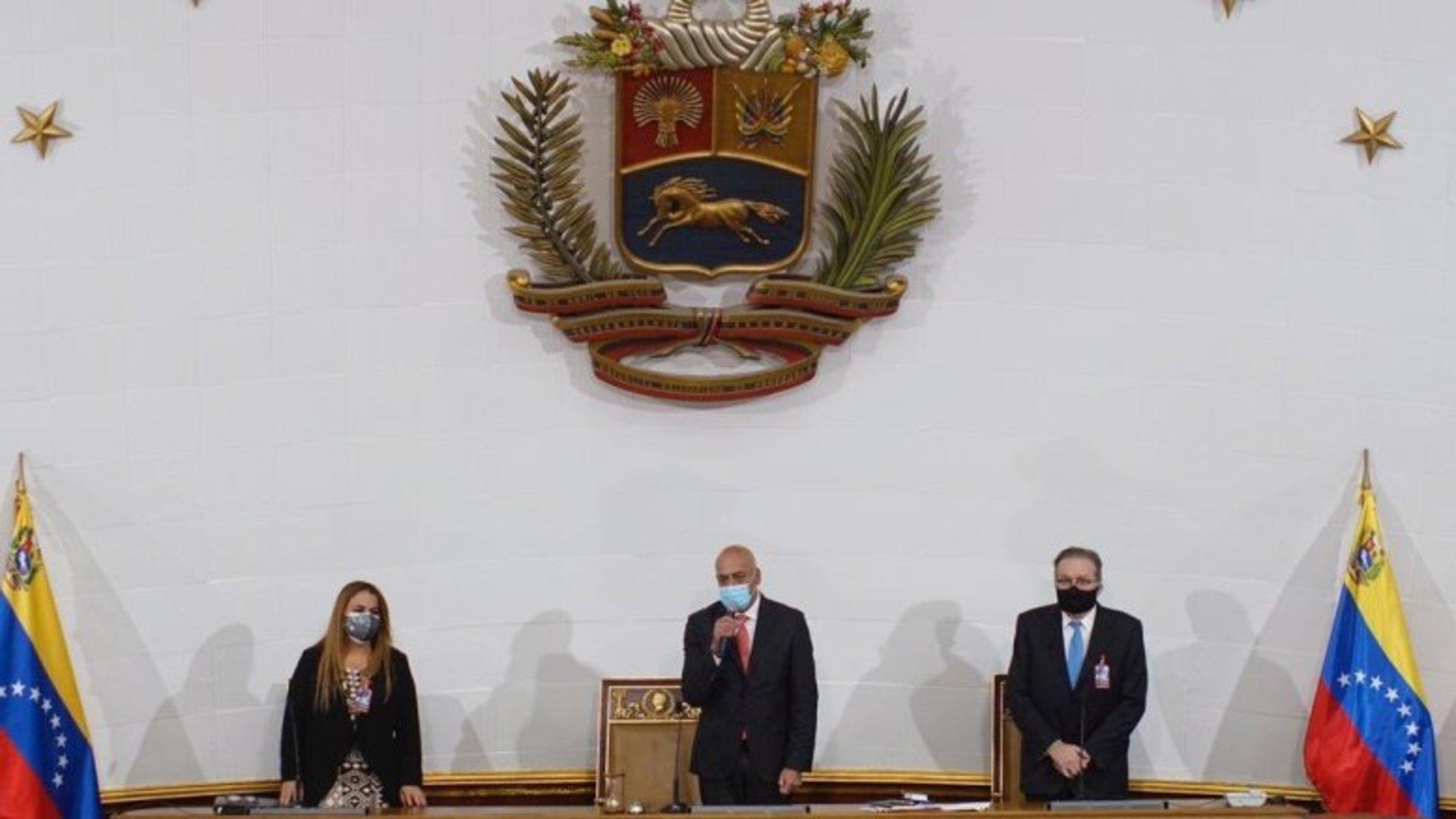 José Brito pidió interpelar a dirigentes opositores y sus esposas