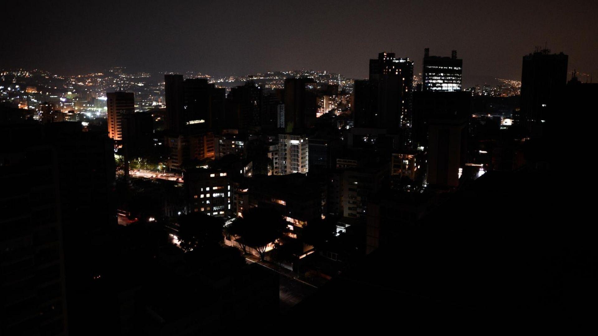 A dos años del mega apagón, Sistema Eléctrico sigue sin ver luz